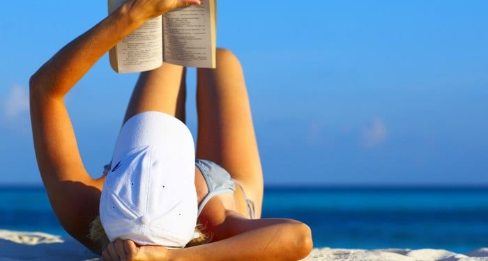 Looking for some great summer reads for military spouses? This is a PERFECT summer reading list for military spouses.